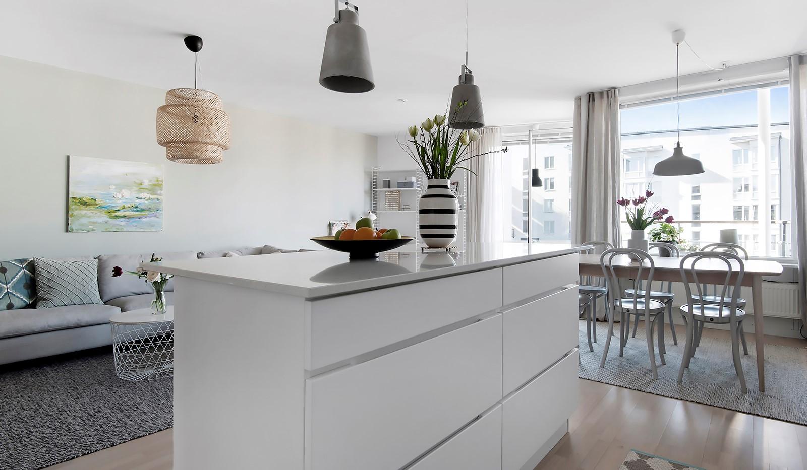 Babordsgatan 5, vån 3 - I köket finns en ordentlig köksö
