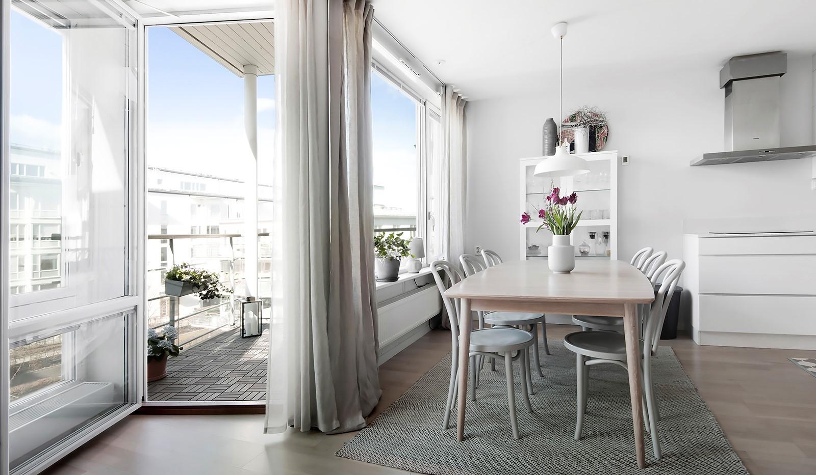 Babordsgatan 5, vån 3 - Från kök/vardagsrum når man balkongen