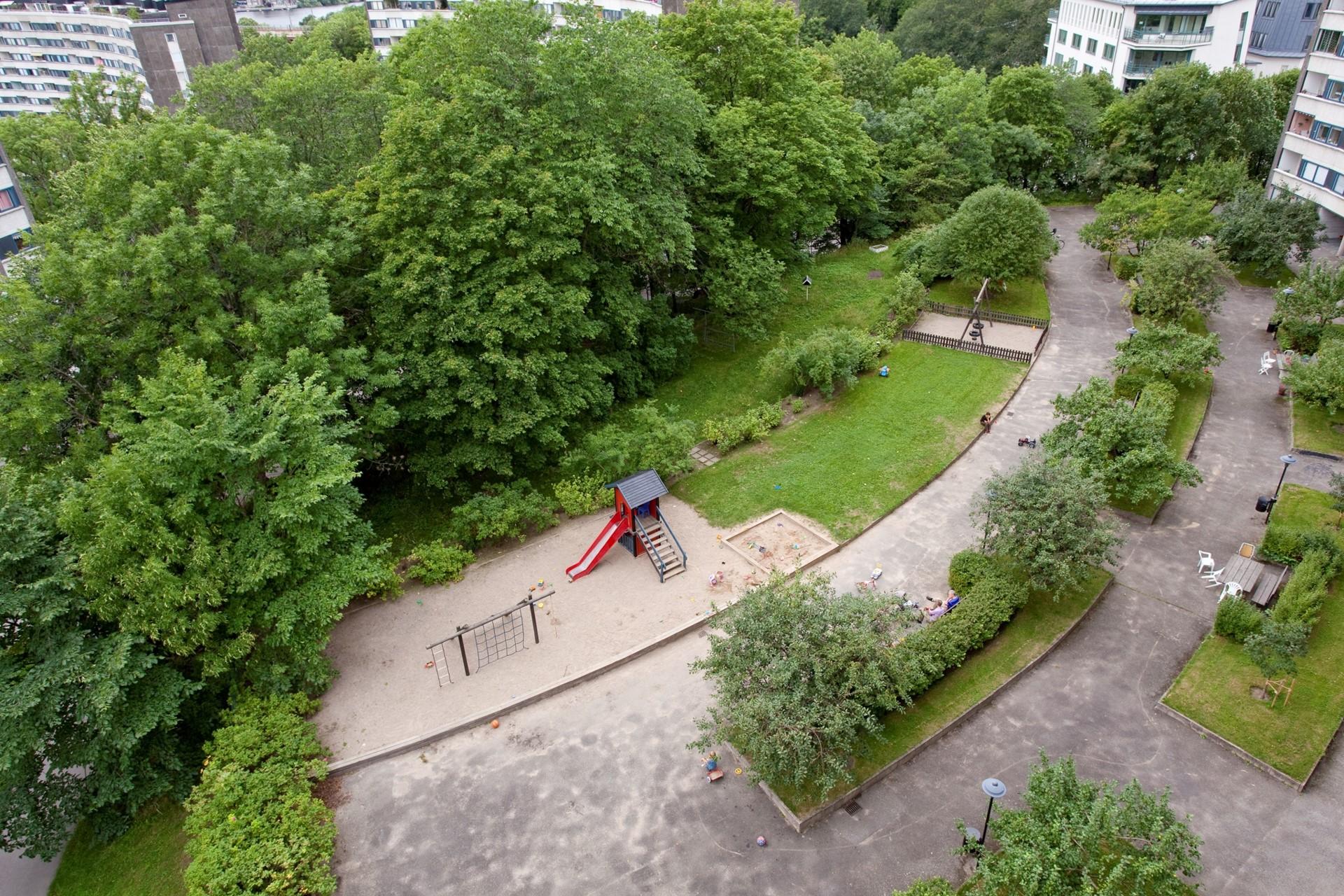Flintbacken 10, 6 tr - Innergården från ovan