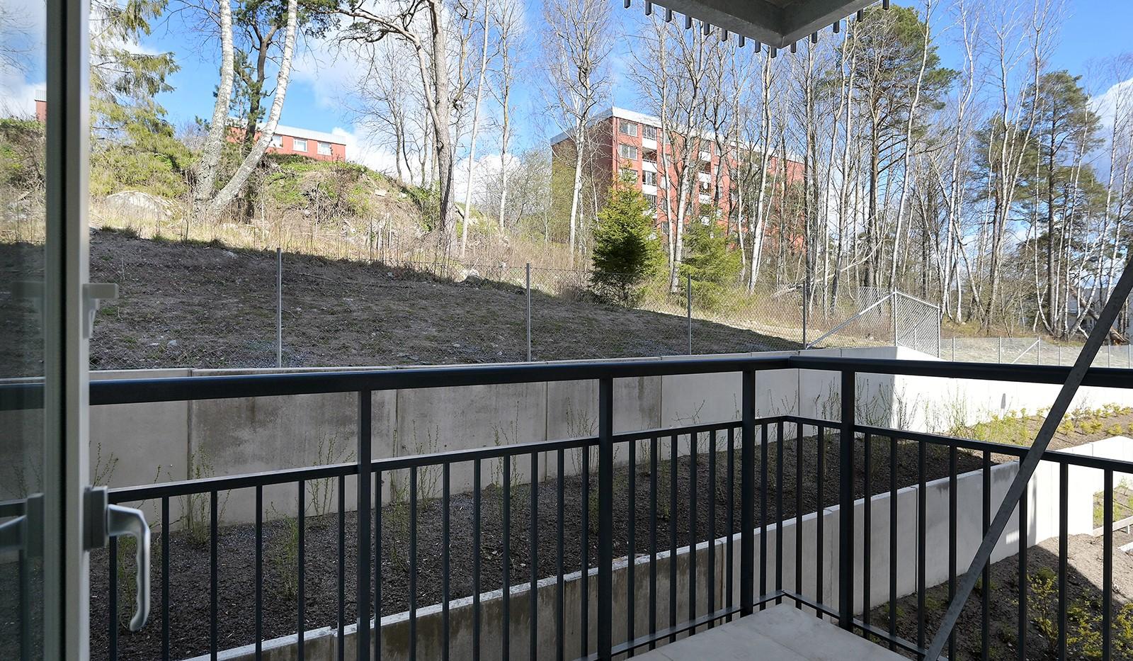 Småbrukets backe 12, 2tr - Utsikt från balkongen
