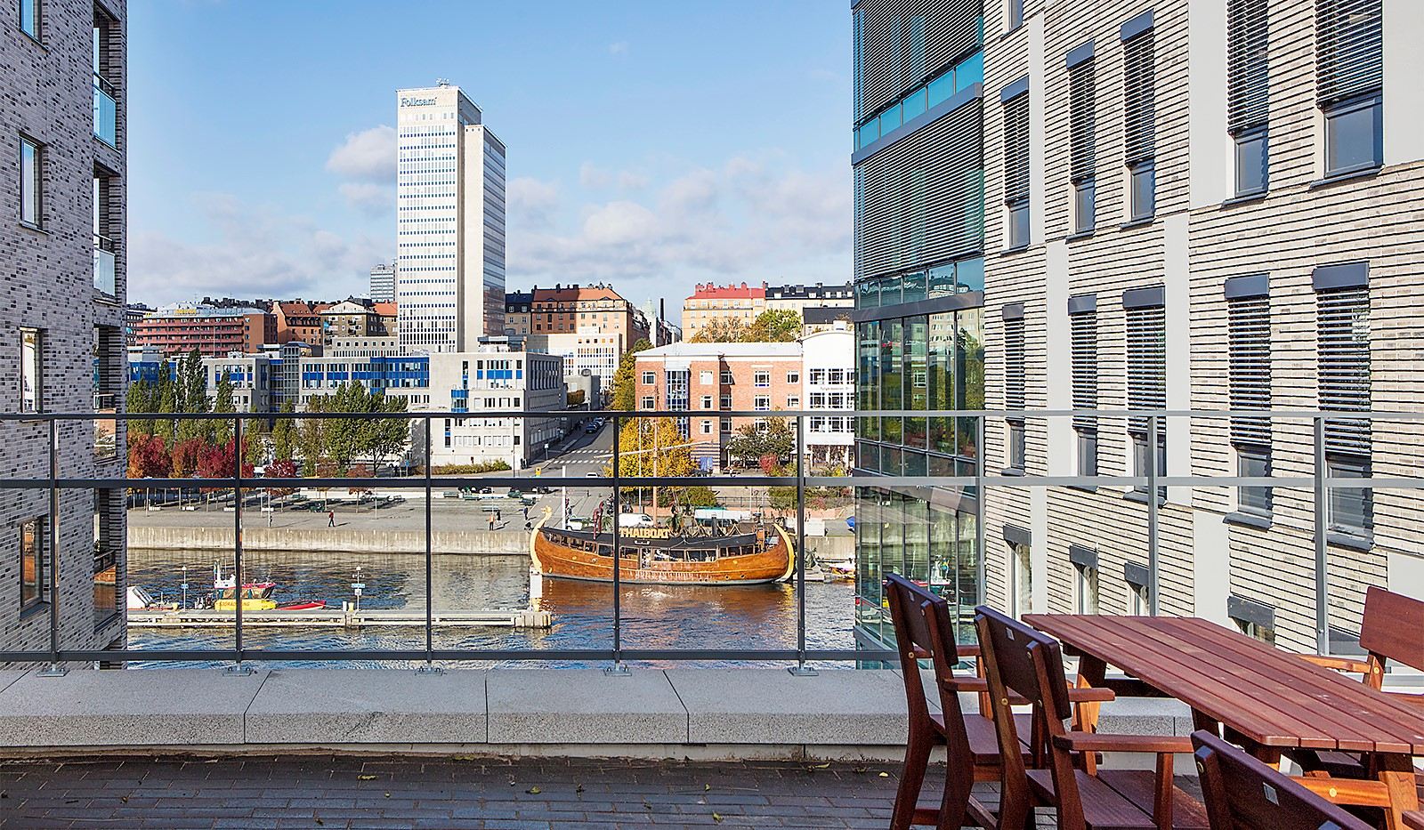 Fredriksdalsgatan 24, vån 2 - Från gården bjuds trevlig Kanalutsikt