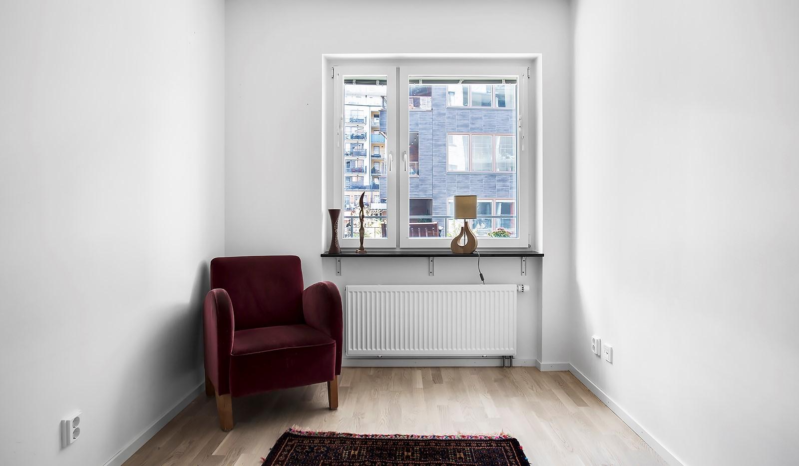 Fredriksdalsgatan 24, vån 2 - Ljust sovrum med plats för dubbelsäng