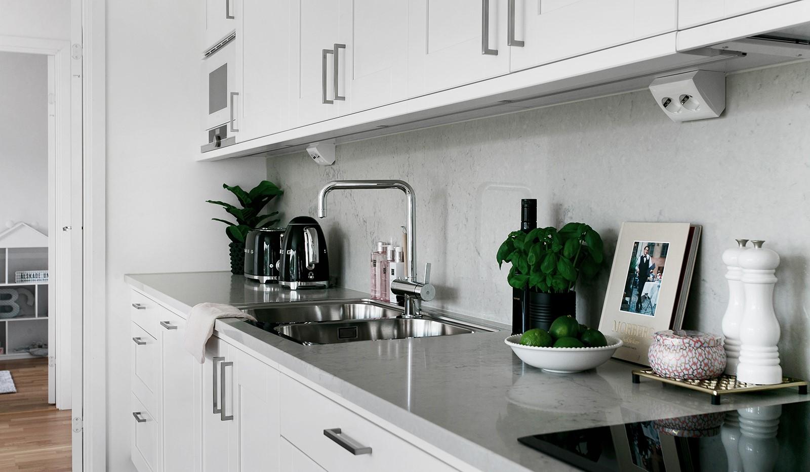 Oskarslundsbacken 13, 2tr - Stilrena materialval med marmor i köket