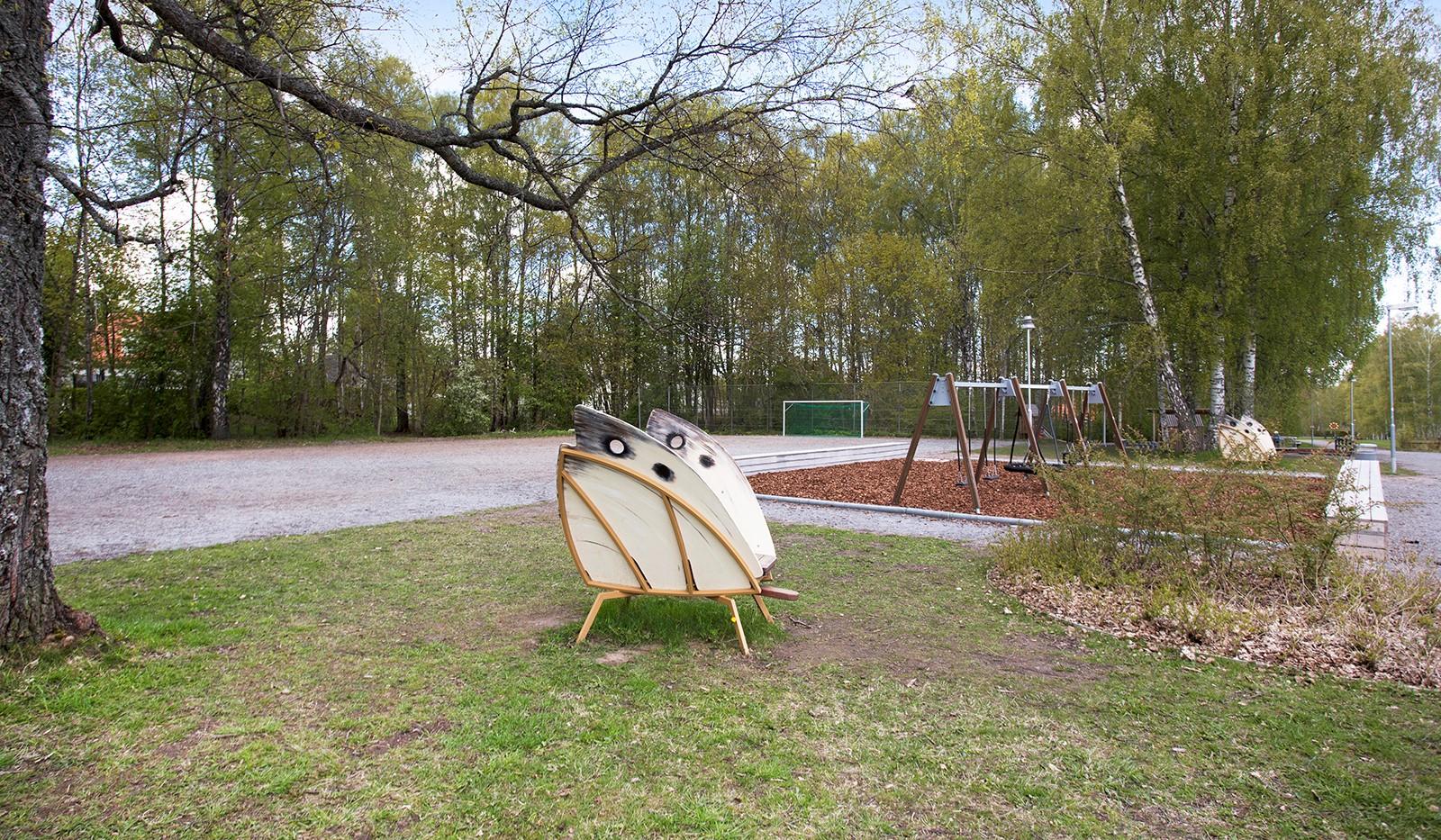 Evalundsvägen 202 - Nyrenoverad lekplats i parken