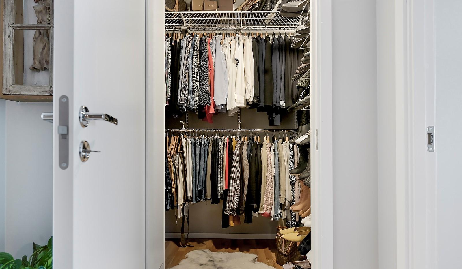 Sjöviksbacken 18, 4 tr - Rymlig klädkammare