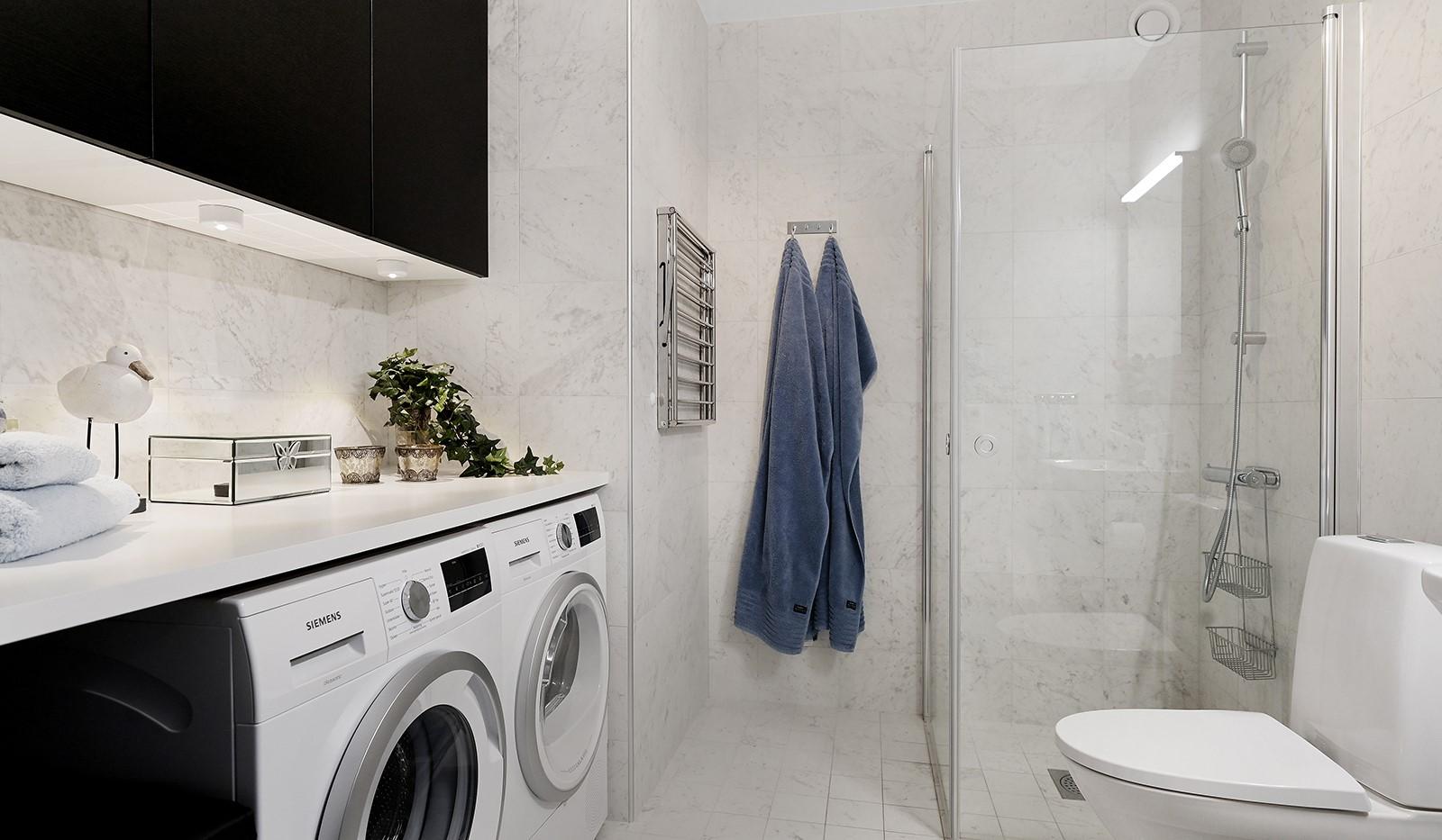 Sjöviksbacken 18, 4 tr - Badrum med tvättmaskin och torktumlare