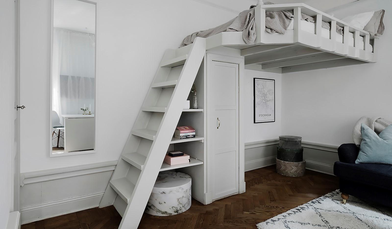 Maria Prästgårdsgata 4 - Vacker platsbyggd loftsäng
