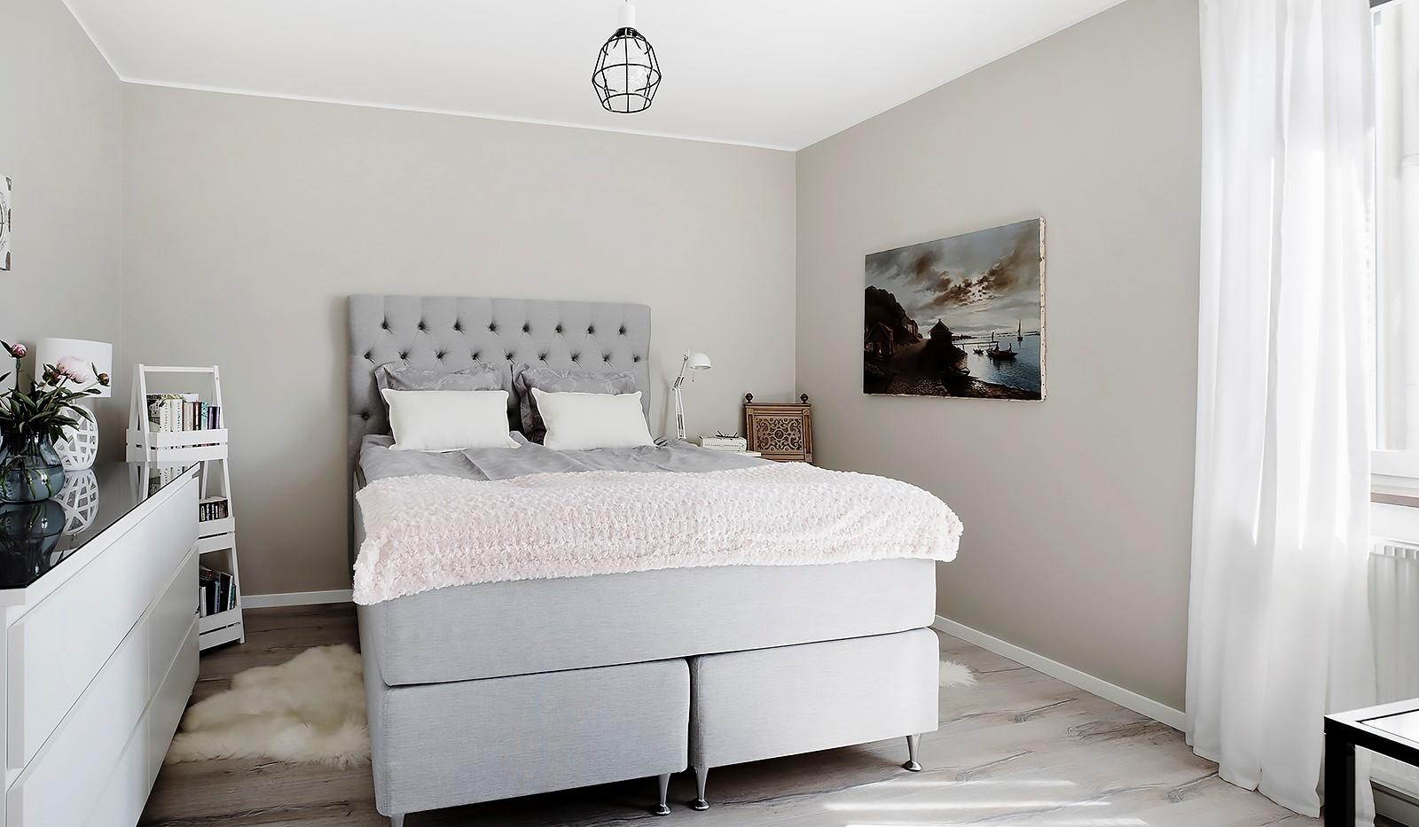 Maria Bangata 9, 5 tr - Rofyllt sovrum med plats för största sängen och ytterligare möblemang