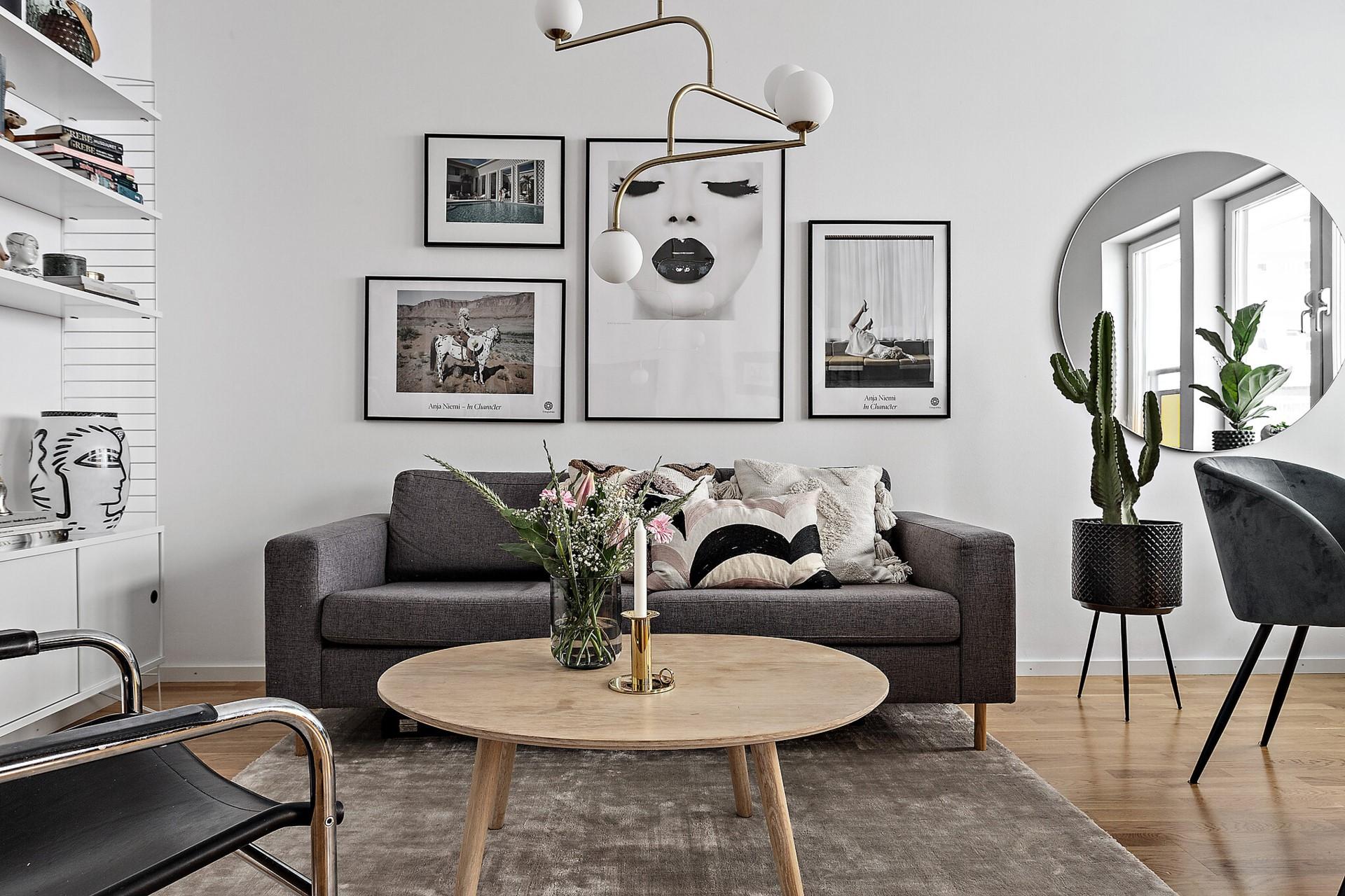 Ekfatsgatan 6 - Plats för soffa, bord och fåtöljer.