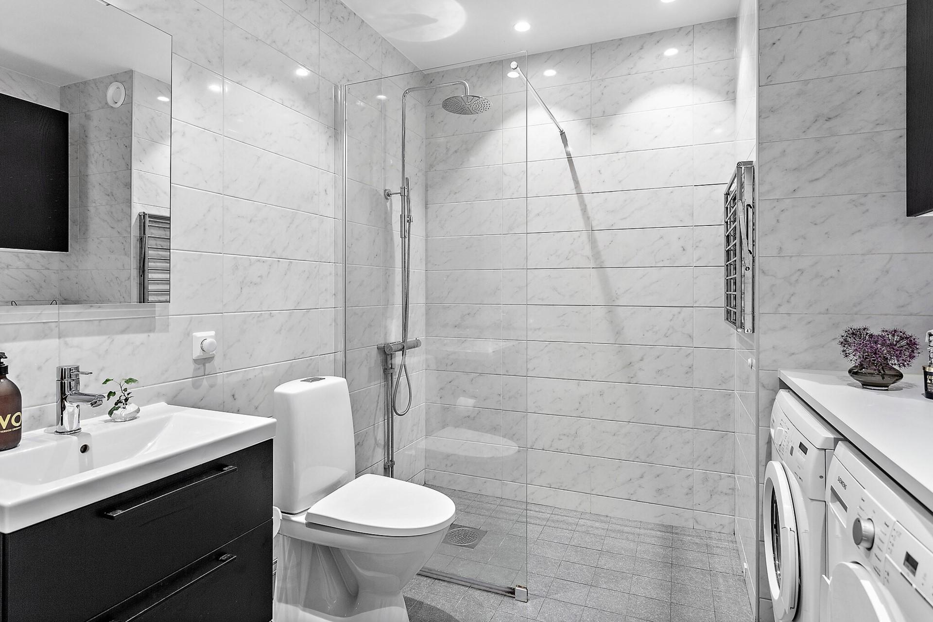 Ekfatsgatan 6 - Påkostat och rymligt badrum med fina tillval.