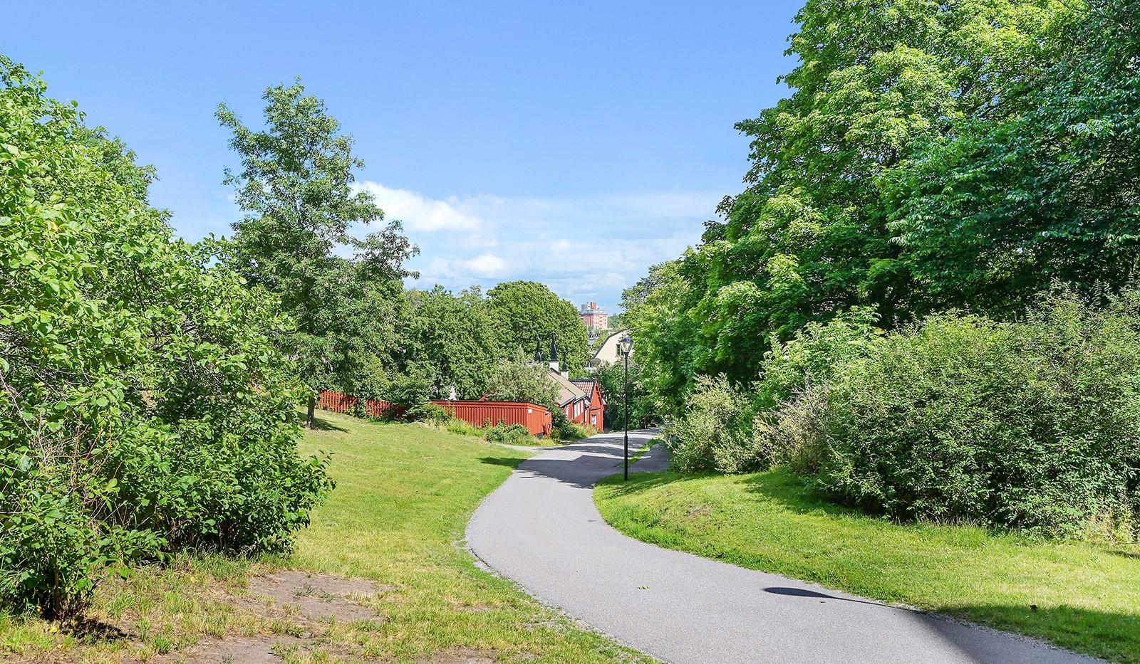Gruvbacken 4 - Granne med skogsdunge och kulturhus