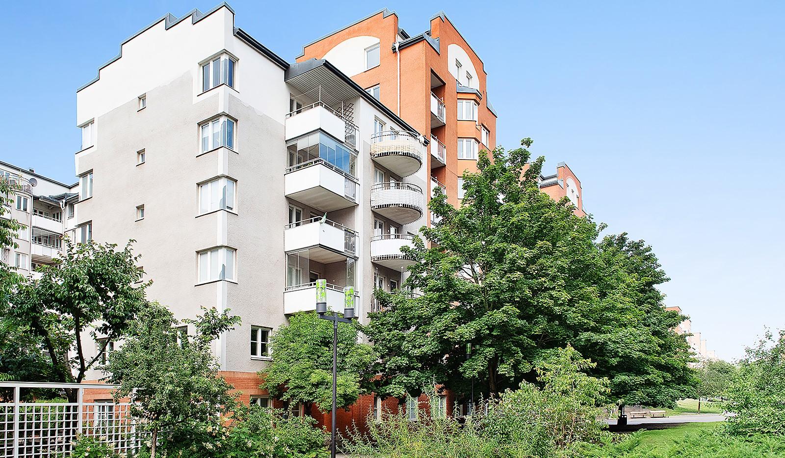 Fatburs Kvarngata 28 - Bilfria Södermalmsallén utanför huset