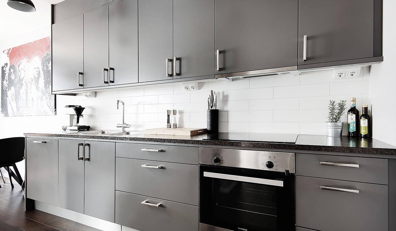 Oskarslundsbacken 1, 2tr - Snyggt kök med gott om förvaring