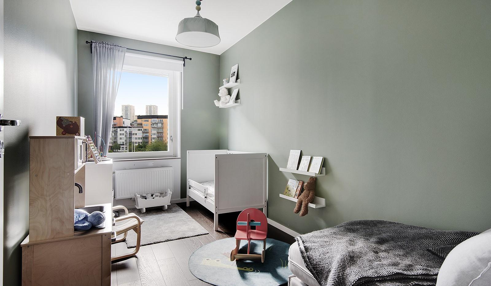 Oskarslundsbacken 1, 2tr - Härligt barnrum med fönster mot Fredsborgsparken
