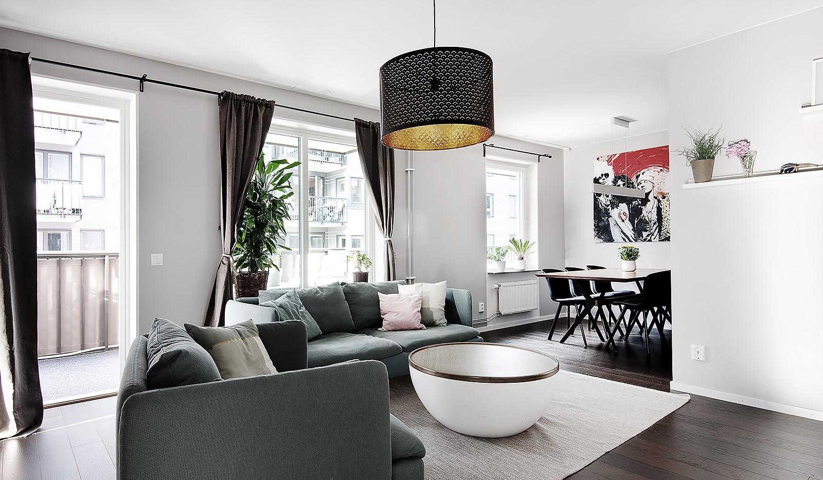 Oskarslundsbacken 1, 2tr - Stort vardagsrum med många fönster