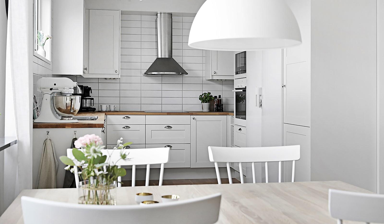 Grönbrinksgatan 8, 6 tr - Köket är fullt utrustat med moderna vitvaror