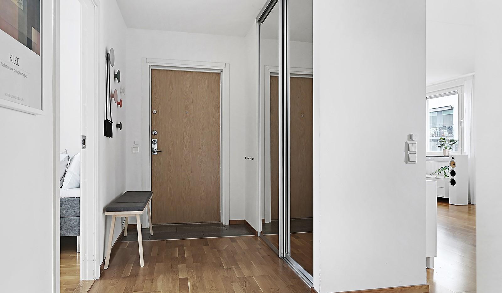Grönbrinksgatan 8, 6 tr - Vid entrén ligger ett praktiskt instegsklinker