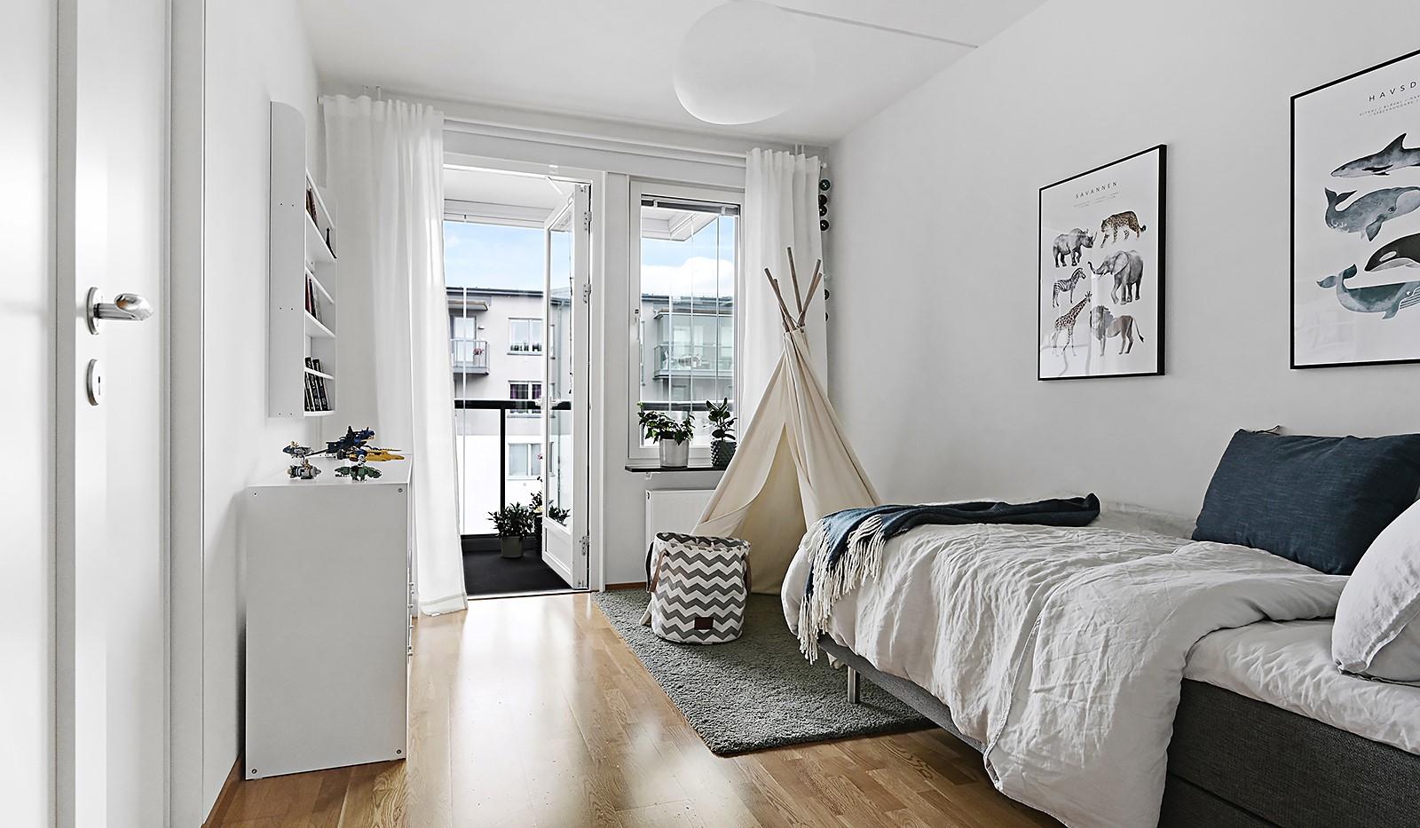 Grönbrinksgatan 8, 6 tr - Från sovrummet når man den stora balkongen