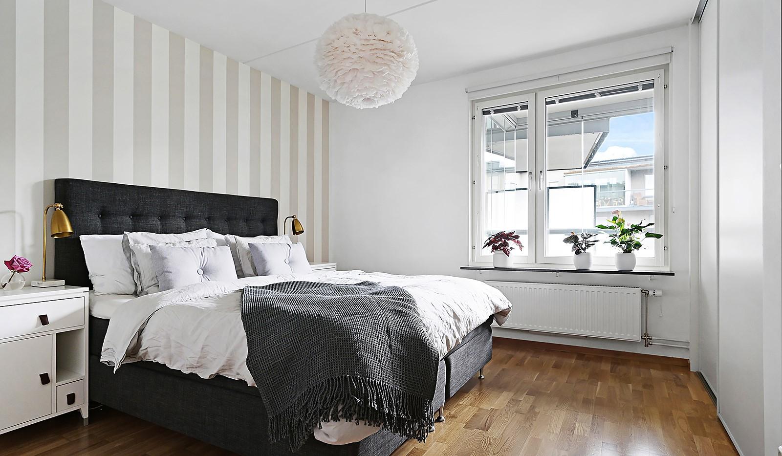 Grönbrinksgatan 8, 6 tr - Rymligt sovrum med förvaring