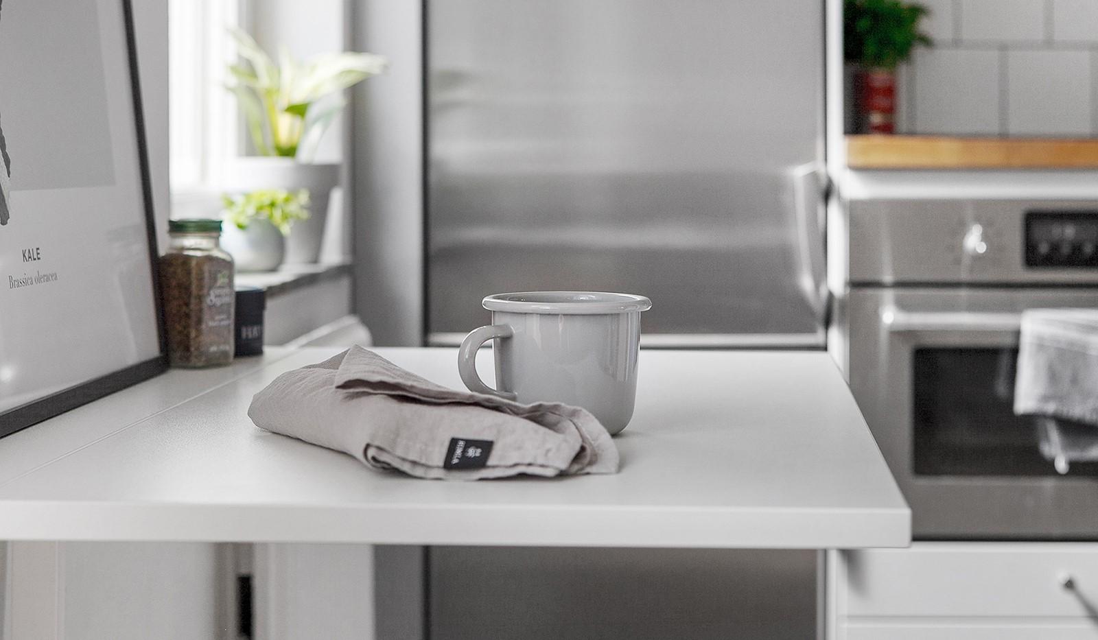 Kolbäcksgränd 28, 2 tr - I nuläget finns här ett smart väggmonterat och nedfällbart bord
