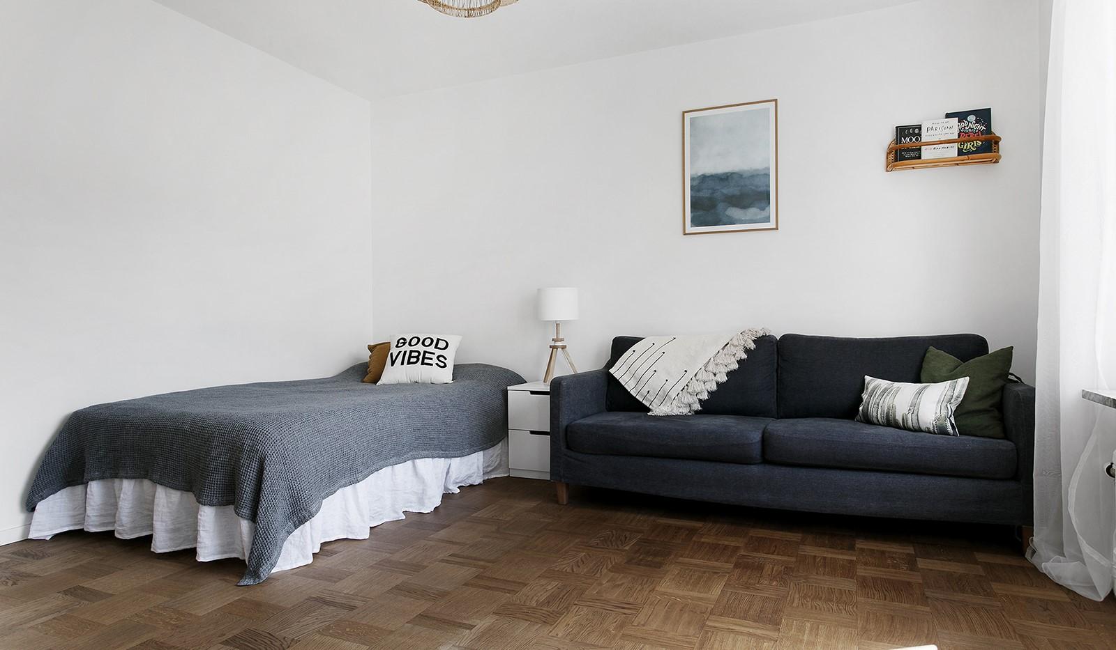 Kolbäcksgränd 28, 2 tr - I allrummet ryms både säng och soffa
