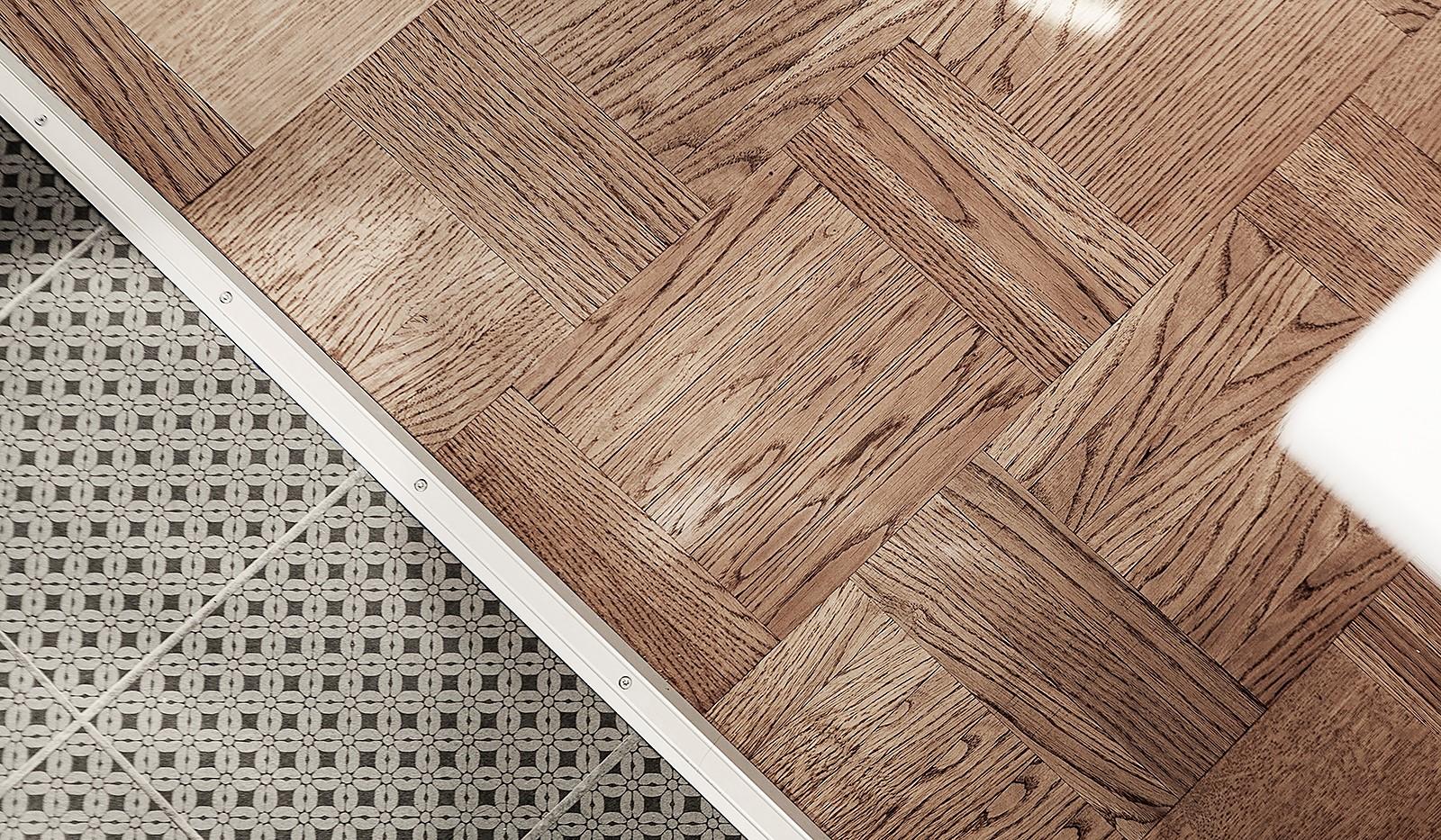 Kolbäcksgränd 28, 2 tr - Fina golv med mönstrad klinker i kök samt vackert parkettgolv i allrummet