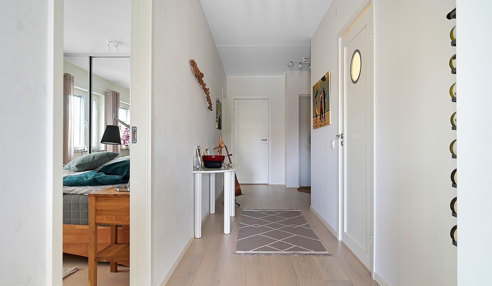 Fredriksdalsgatan 24, vån 2 - Bägge bostadens sovrum ligger med lugnt läge mot innergården