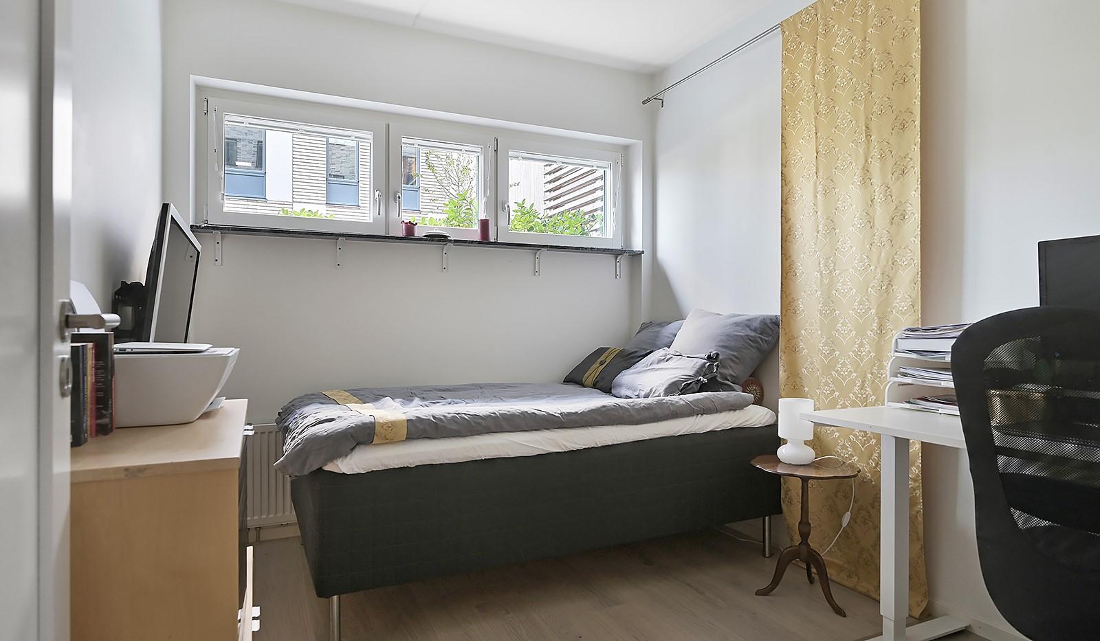 Fredriksdalsgatan 24, vån 2 - Bostadens andra sovrum är även det av en bra storlek