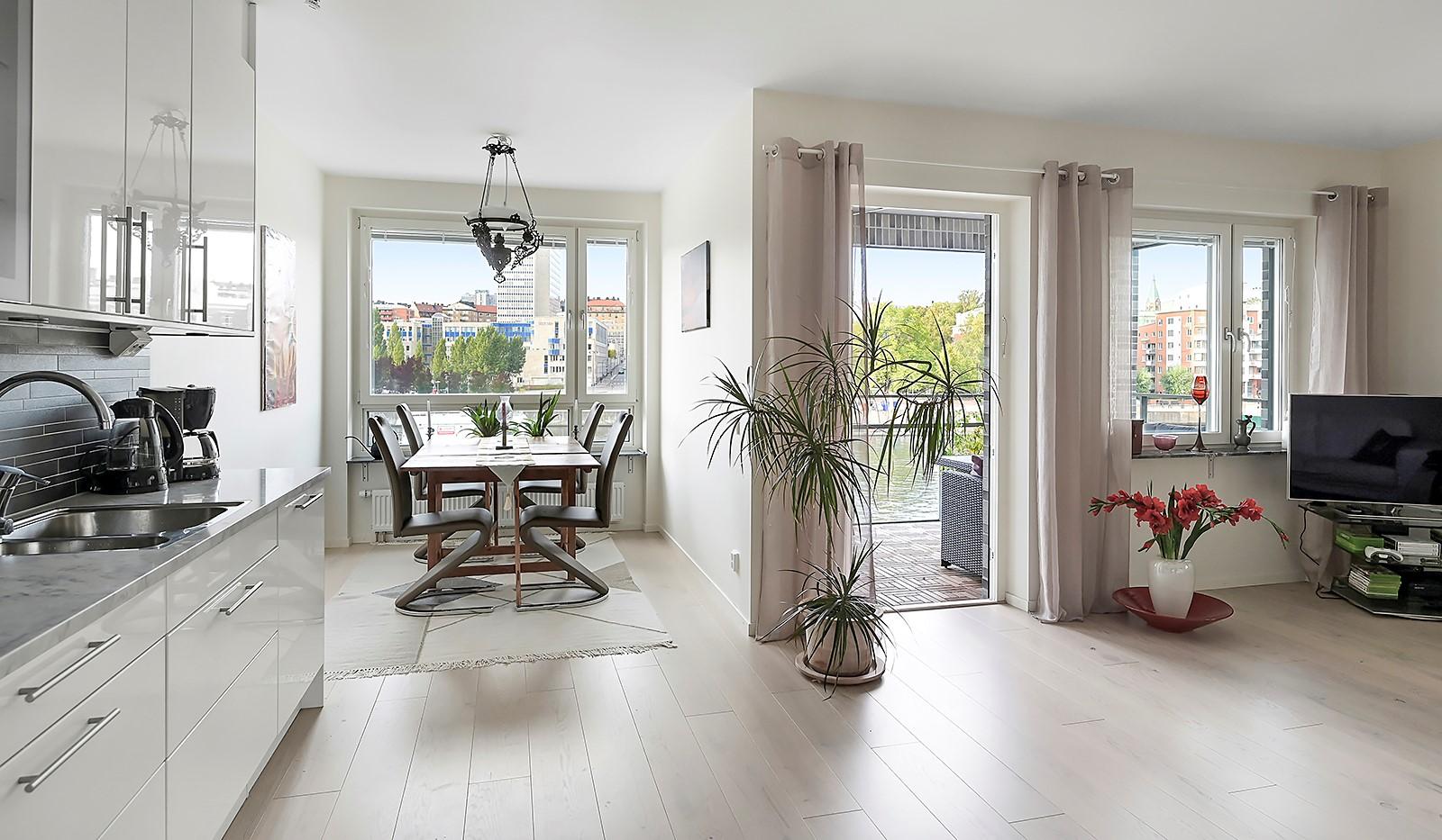 Fredriksdalsgatan 24, vån 2 - I anslutning till köket finns en naturlig plats för matbord