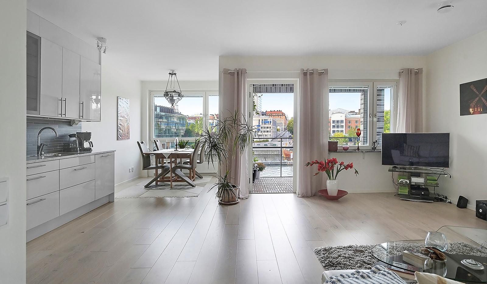 Fredriksdalsgatan 24, vån 2 - Härligt ljusinsläpp från stora fönsterpartier