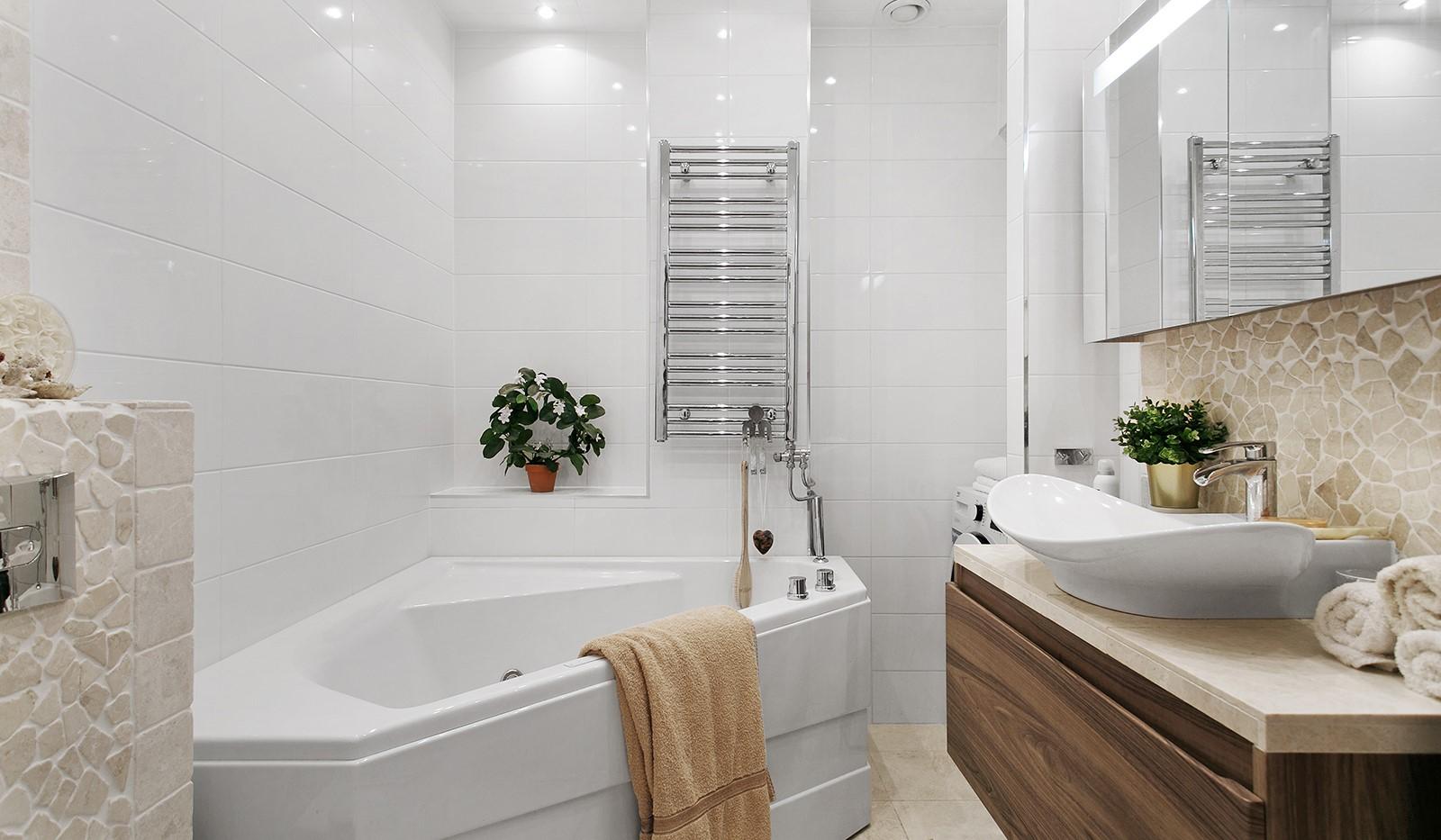 Ringvägen 110A - Komplett badrum med bubbelbadkar och tvättmaskin