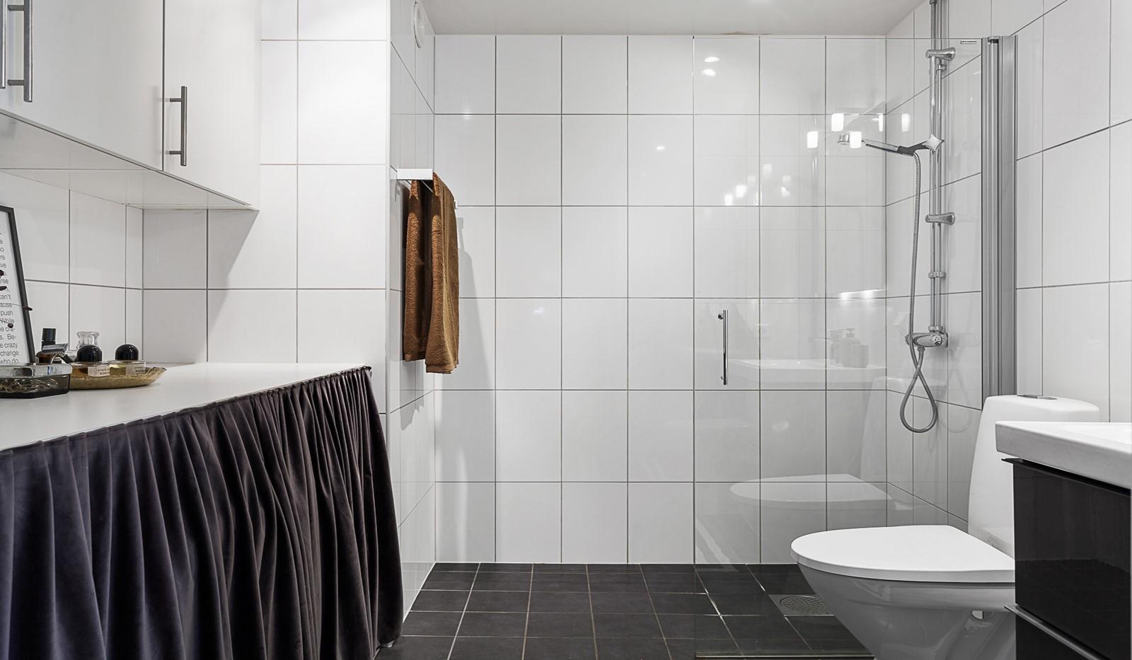Grönbrinksgatan 10, 5 tr - Stilrent och fullt utrustat badrum