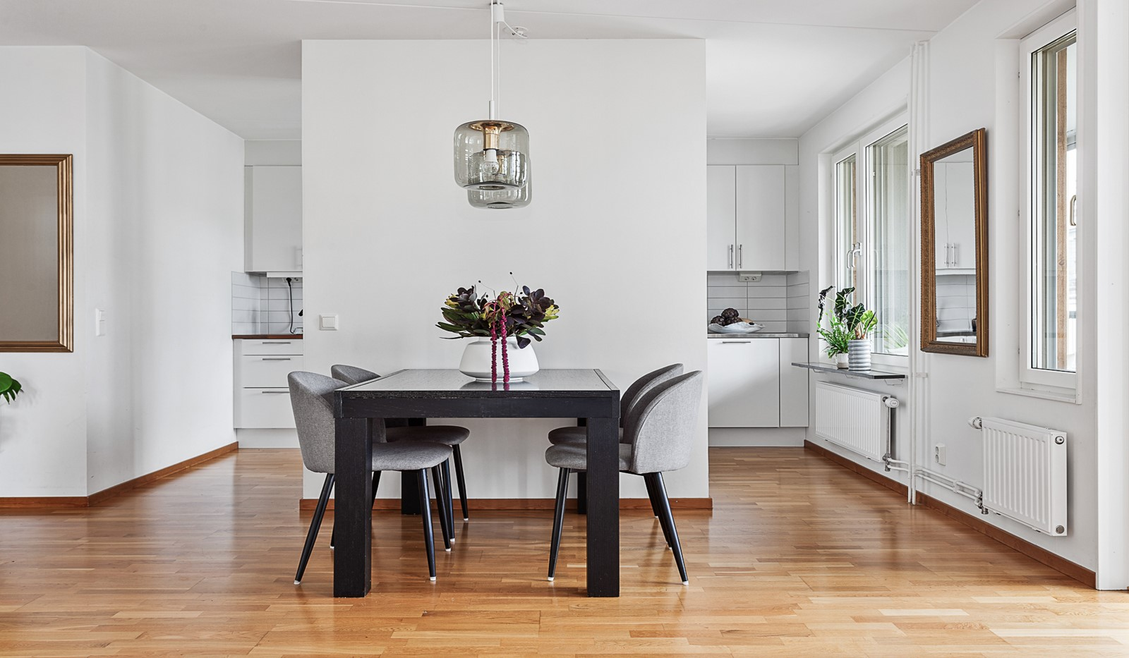 Grönbrinksgatan 10, 5 tr - I vardagsrummet ryms en ordentlig matplats