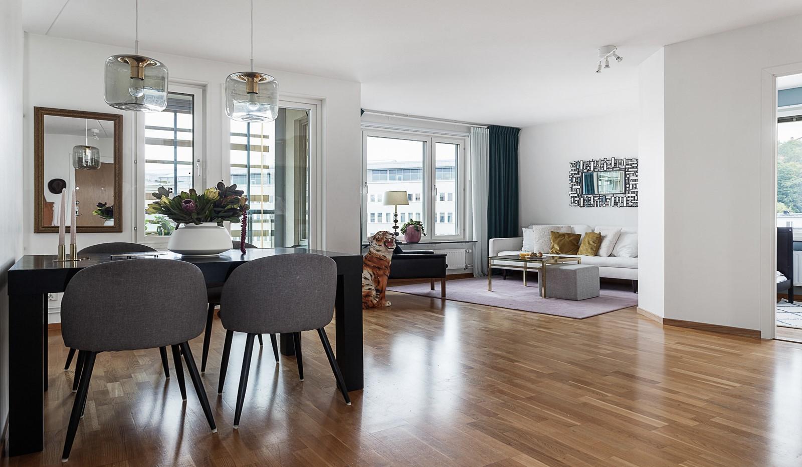 Grönbrinksgatan 10, 5 tr - Öppna och sociala ytor med ljust och luftigt vardagsrum
