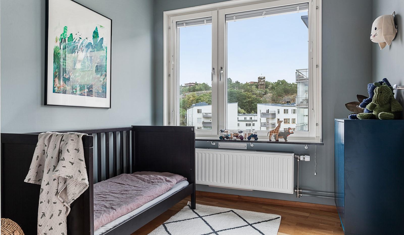 Grönbrinksgatan 10, 5 tr - Bostadens andra sovrum med plats för säng och förvaring
