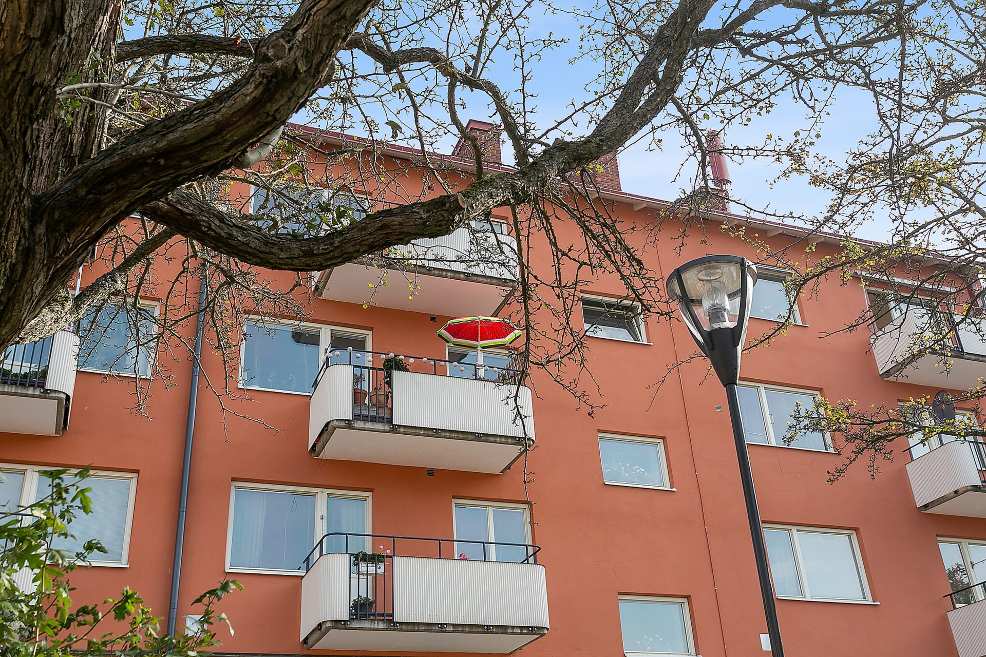 Fågeltorget 169, 2tr - Härligt balkong mot Fågeltorget.