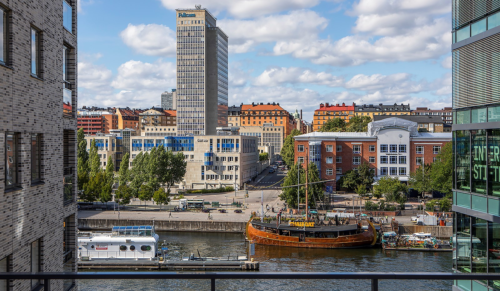 Fredriksdalsgatan 24, vån 2 - Här har man en fantastisk utsikt över Hammarby Kanal