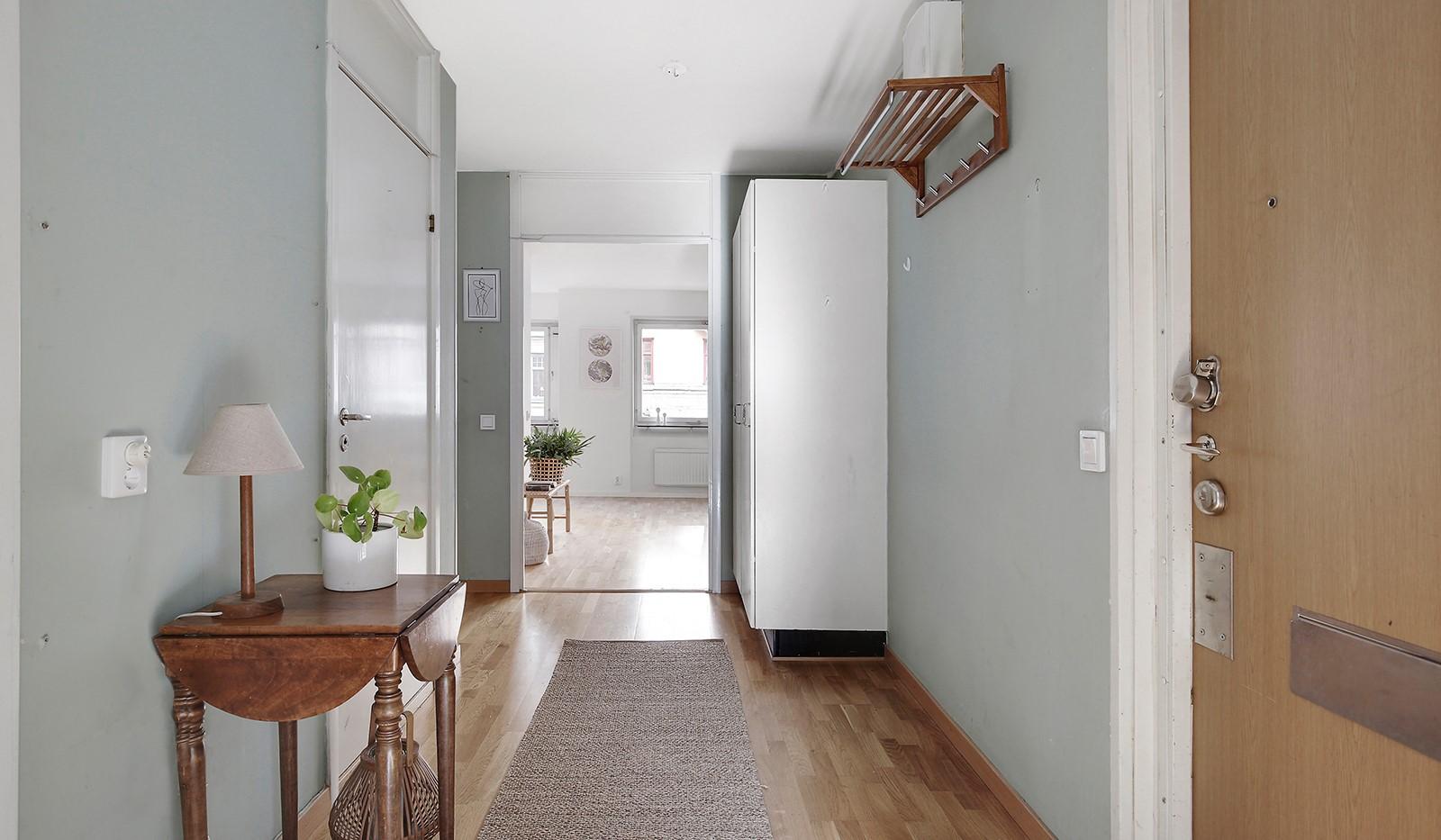 Hornsgatan 37, 1 tr - Hall mot vardagsrum och kök