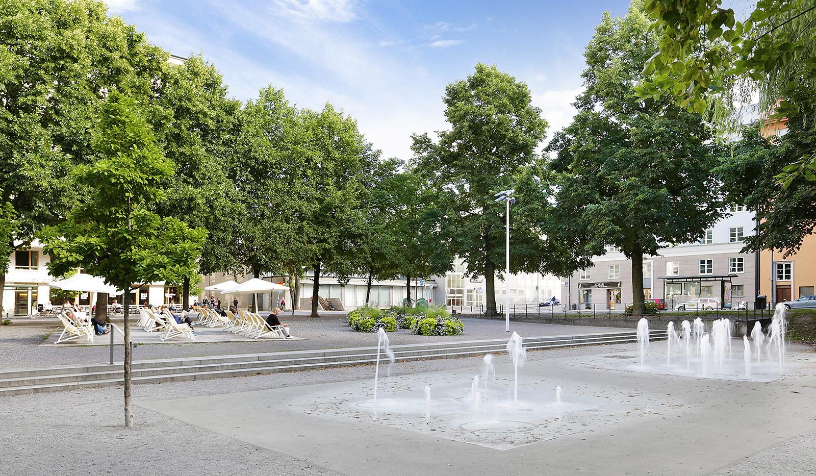 Hallandsgatan 50B - Rosenlundsparken utanför porten