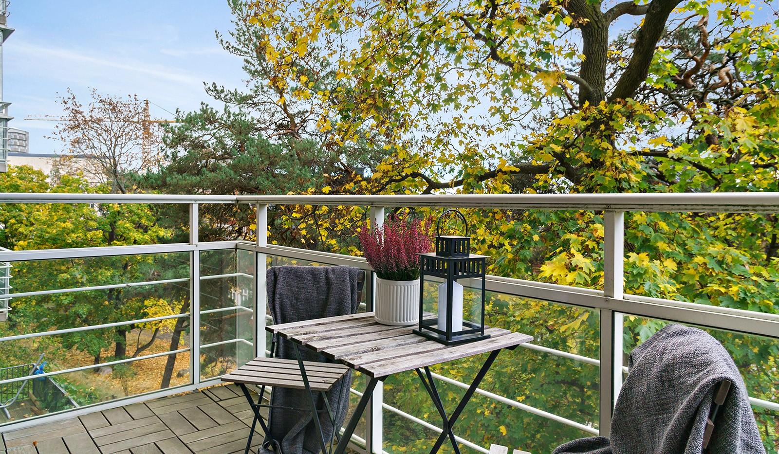 Hildebergsvägen 16, 1 tr - Njut av underbar grönska intill den rymliga balkongen