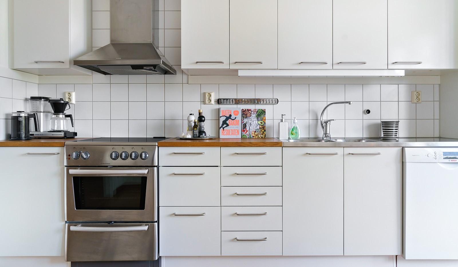 Hildebergsvägen 16, 1 tr - Ljust kök med bra förvaring
