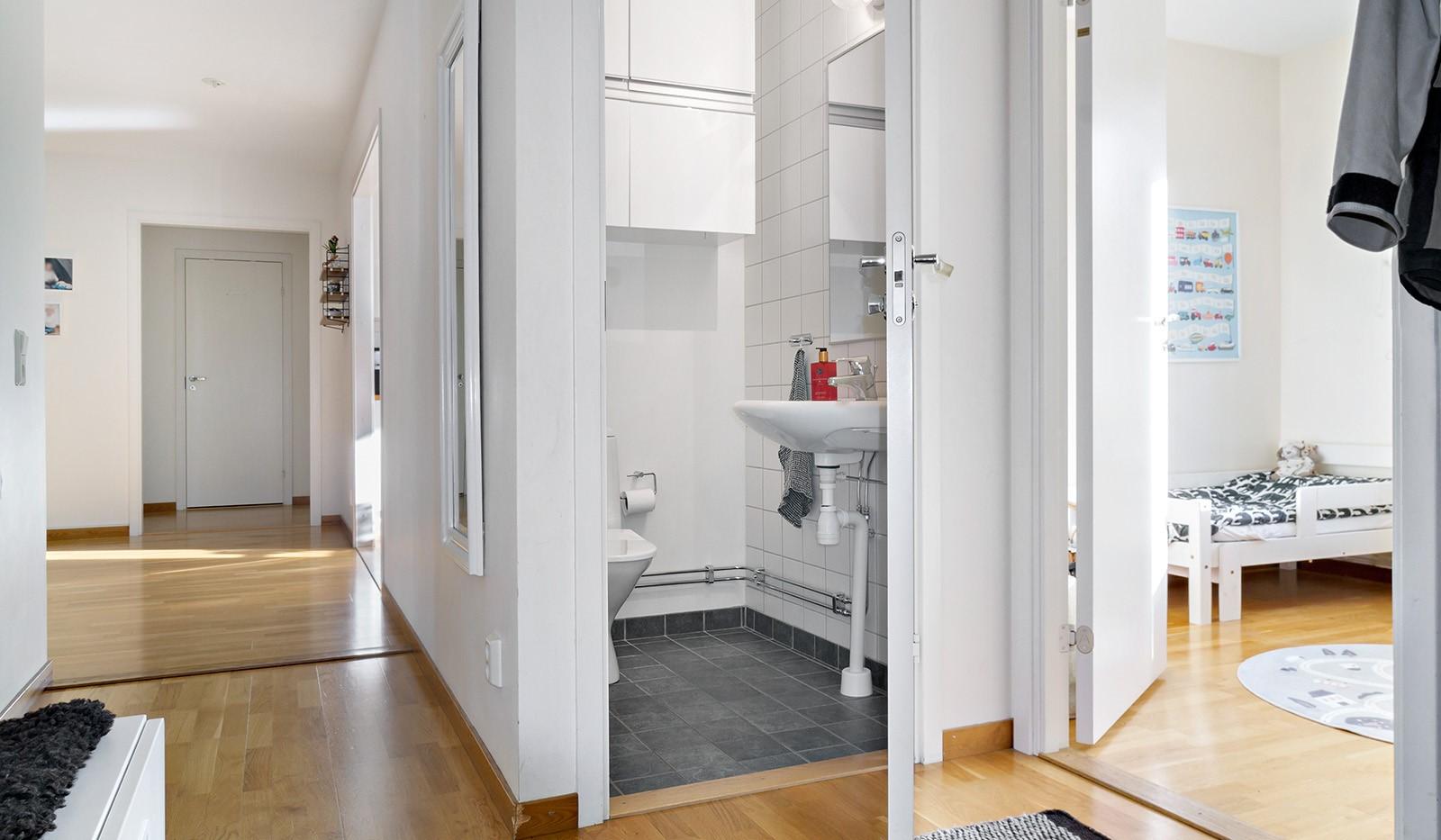 Hildebergsvägen 16, 1 tr - Extra WC intill hallen