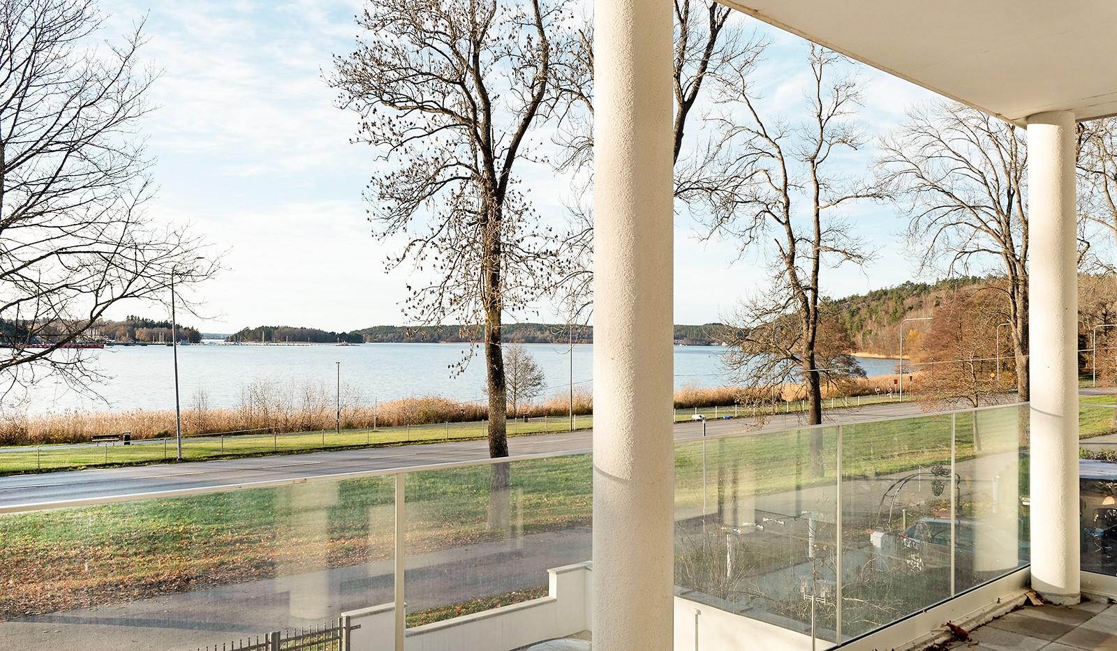 Vårby allé 31, 1tr - Utsikt från balkongen