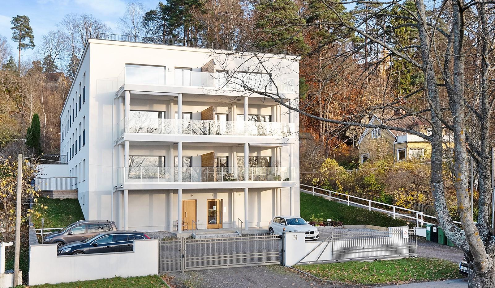 Vårby allé 31, 1tr - Snyggt hus med p-platser på framsidan