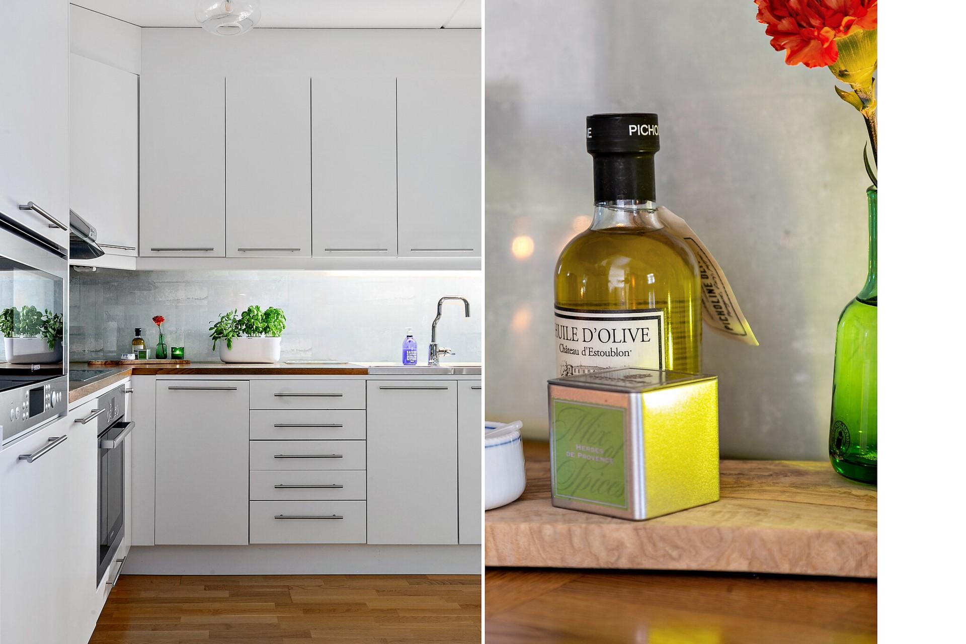 Sjöviksvägen 39, 5tr - Ett härlig kök med fina vitvaror. Kylskåp, frys och diskmaskin är mindre än ett år gamla.