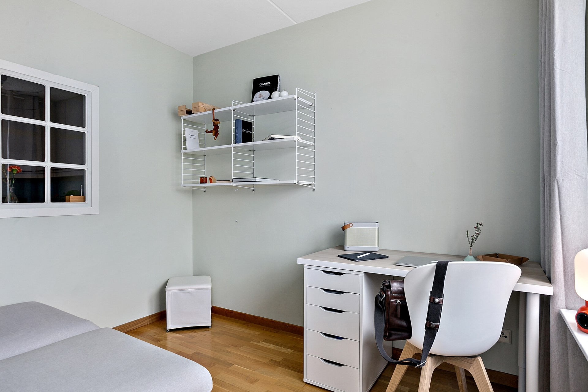 Sjöviksvägen 39, 5tr - Sovrum/arbetsrum med fönster mot kök samt Vingårdsgatan.