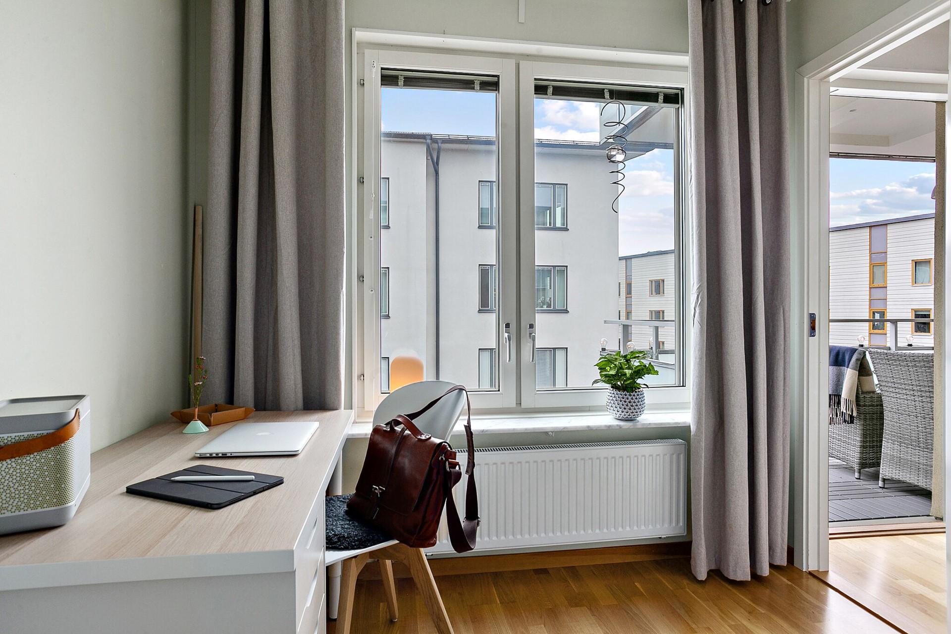 Sjöviksvägen 39, 5tr - Fönster mot lugna Vingårdsgatan.