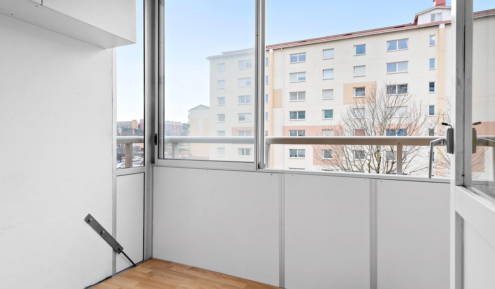 Hampvägen 11, 3tr - Inglasad balkong