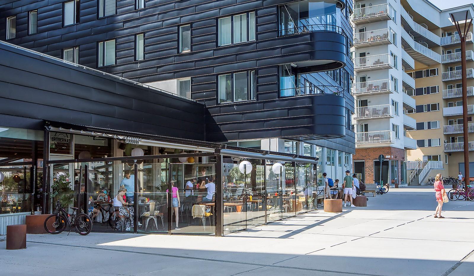 Sjöviksvägen 128, 4tr - Flera mysiga restauranger längs promenaden vid vattnet