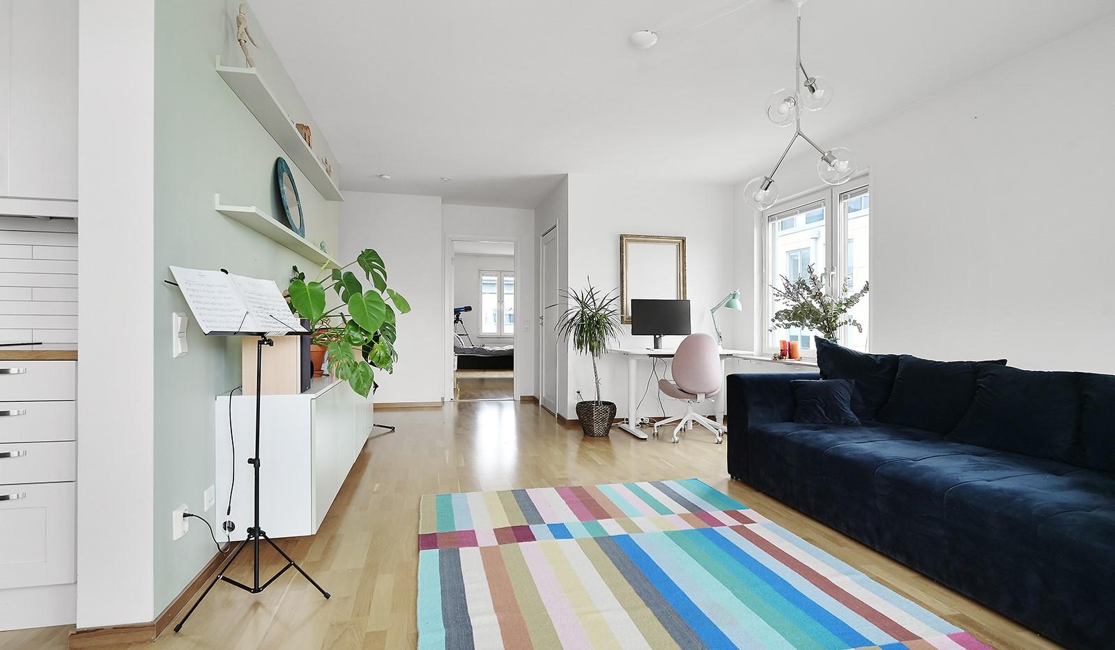 Marieviksgatan 38, 6 tr - I vardagsrummet finns en perfekt plats för hemmakontor